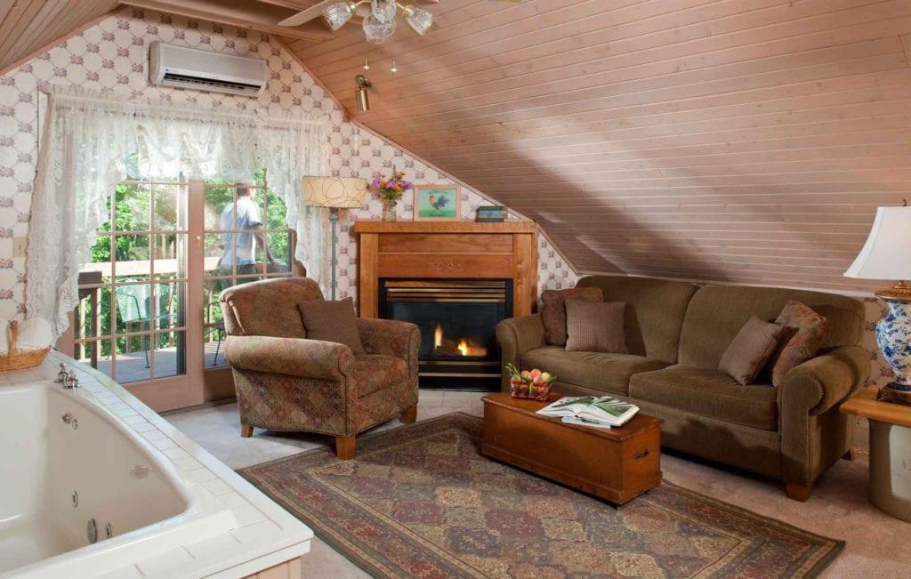 Loft Room Living Room - Door County Free Breakfast
